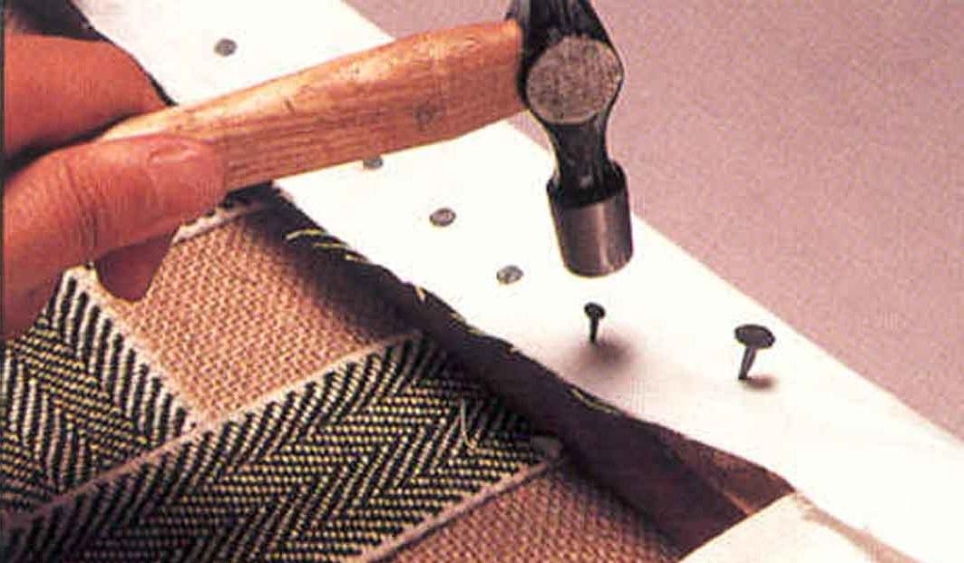 Поменять обивку мебели своими руками 79